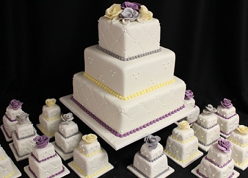 how big a wedding cake for 100 guests 100 mini wedding cakes marathon at amanda oakleaf cakes 15348