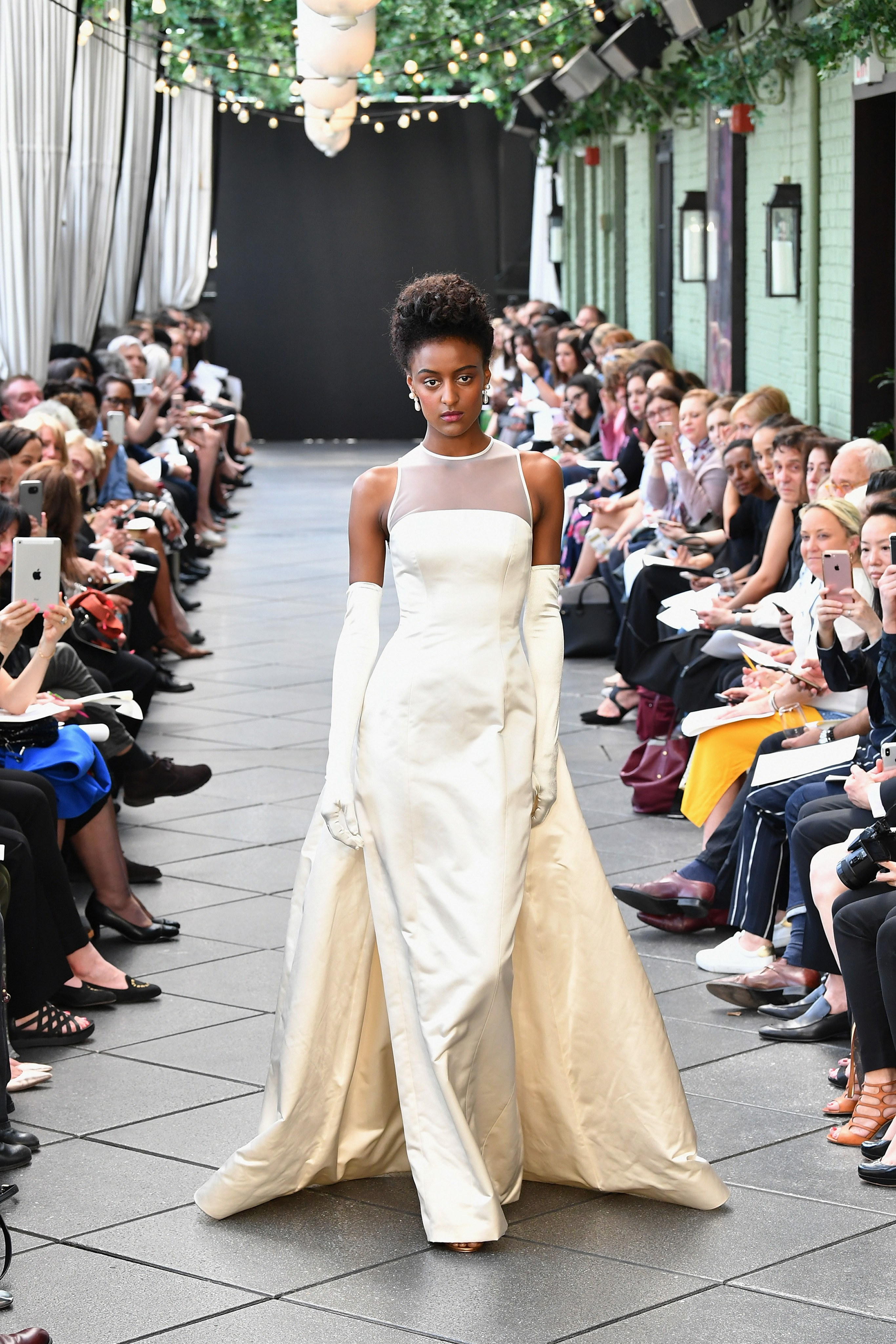20 Spring Wedding Dresses by Amsale   Arabia Weddings