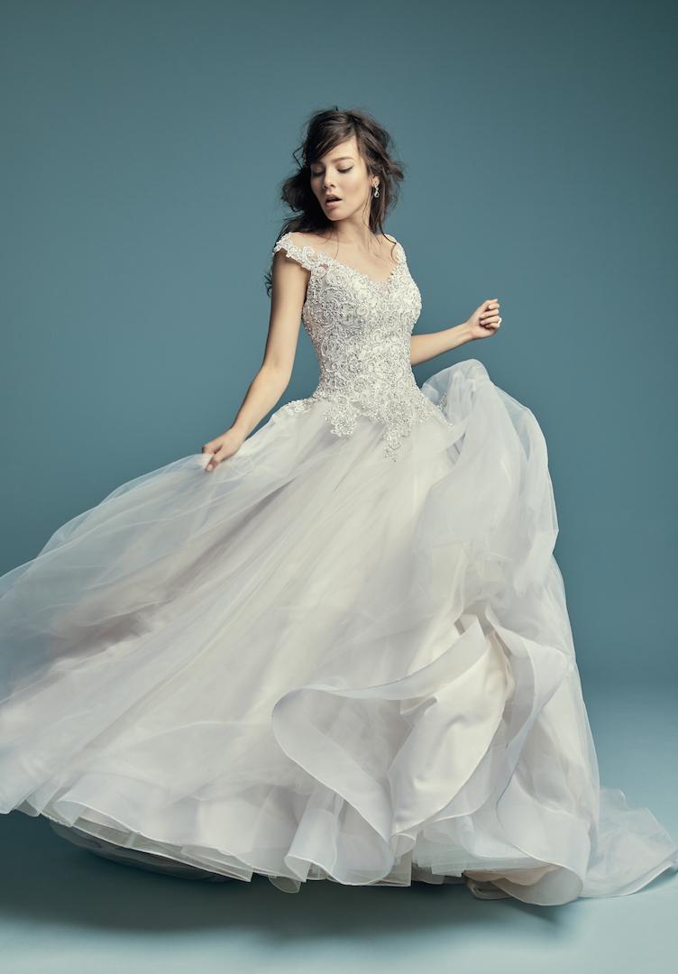 48e5f75cb4010 فساتين زفاف ساحرة من تصميم المبدعة ماغي سوتيرو