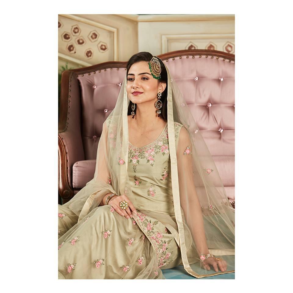 bc6d8a3391149 أشهر محلات فساتين الزفاف الهندية في دبي