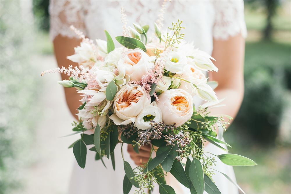 There Goes The Bouquet: Incredible American Wedding Traditions to follow