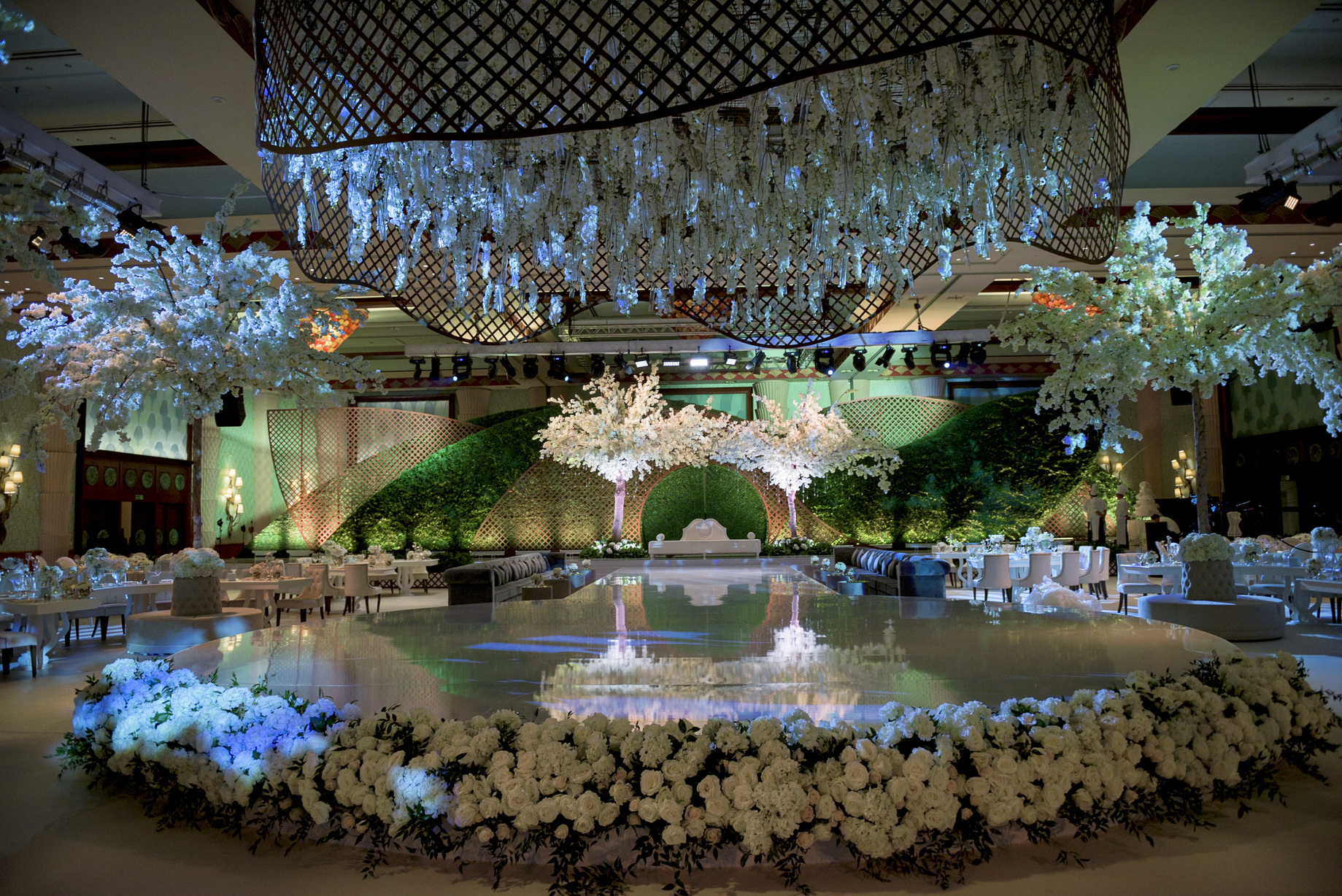 Luxurious wedding in atlantis uae arabia weddings a luxurious silver and white wedding by event chic designs junglespirit Images