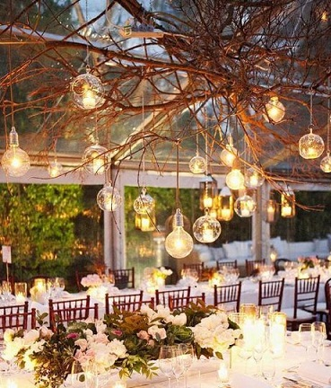 Twinkle with glass decorations for your wedding arabia - Idee deco table mariage ...