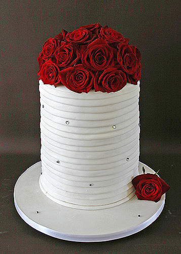 Red Wedding Cakes red roses for wedding