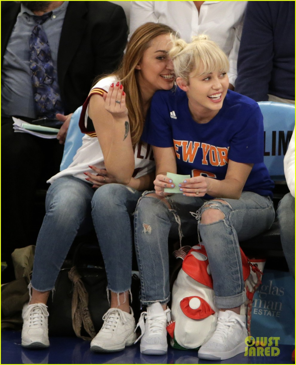 Miley Cyrus Shows Off Her New Engagement Ring Arabia