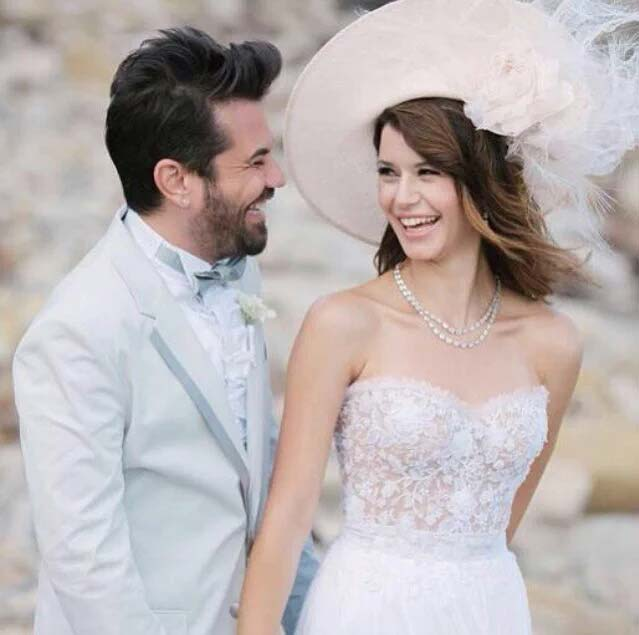 Beren Saat Puts an End to Divorce Rumors - Arabia Weddings