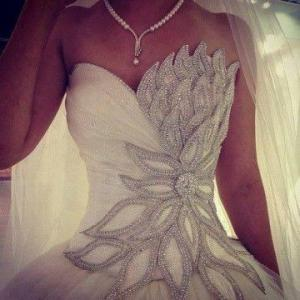 swan_wedding_dress.jpg