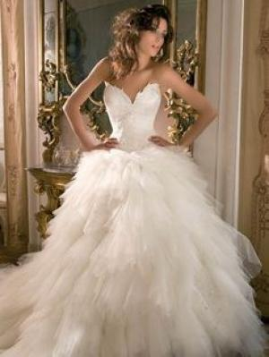 swan_wedding_dress_2.jpg
