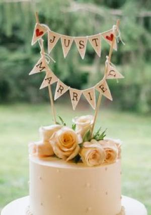 bunting_cake_topper