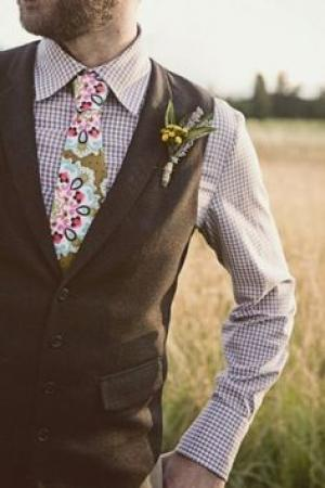 mismatch_groom_look