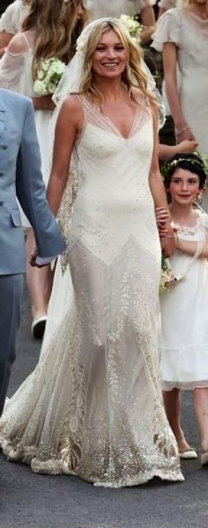 Choose The Right Wedding Dress For Your Venue