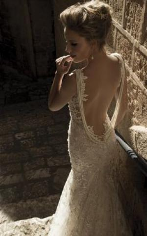backless_wedding_dress