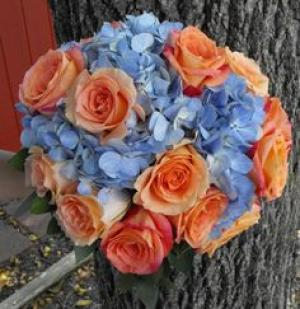 blue_peach_bridal_bouquet_1