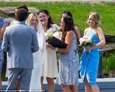 rachel_mcadams_bridesmaid_at_sisters_wedding