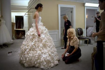 toilet_paper_wedding_dress_2