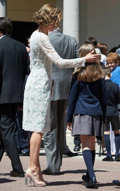 queen-letizia-clear-plastic-shoes_1