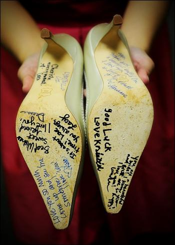 bridesmaid_notes_on_bride_shoes