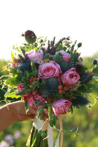 non_arranged_bridal_bouquets