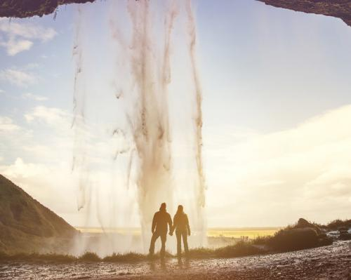couple_elopes_to_iceland_1