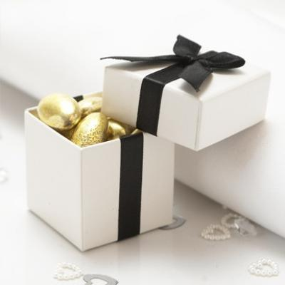 black_and_white_wedding_favor_boxes