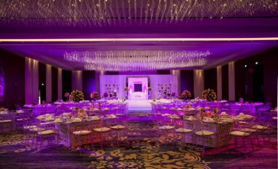rosewood_abu_dhabi_weddings_-_ballroom_set_up