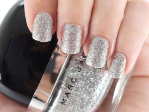 mar_jacobs_silver_nail_polish
