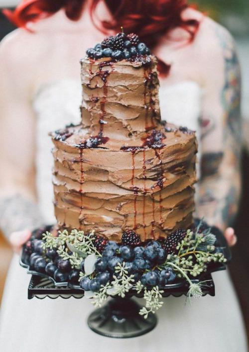 chocolate_wedding_cake_with_berries