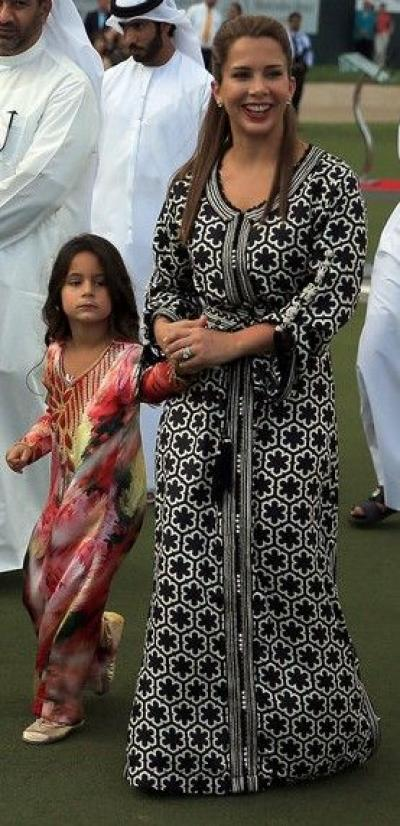 princess_haya_abaya_black_and_white
