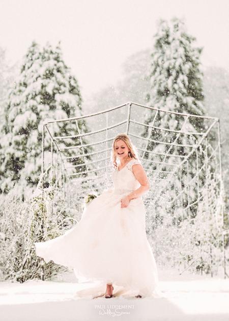winter-wedding-blizzard-bride