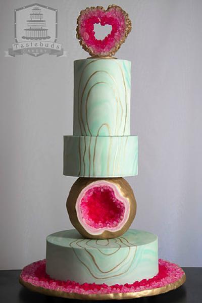 Geode Wedding Cakes Arabia Weddings - Geode Wedding Cake