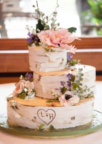 off_set_wedding_cake