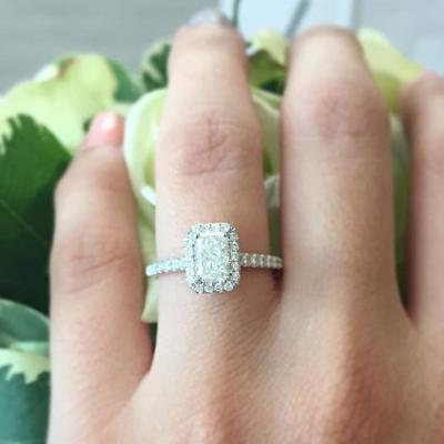 engagement_ring_selfie_1
