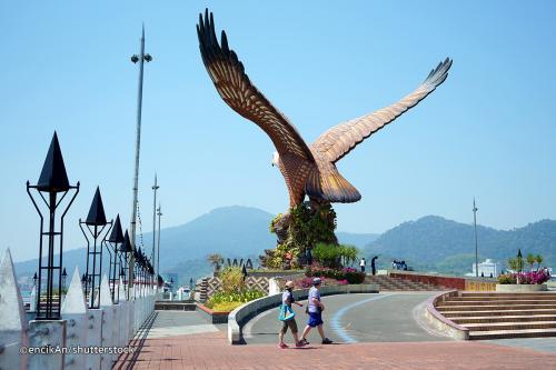 أجمل الجزر الماليزية جمالاً وطبيعة eagle_square_-_datar
