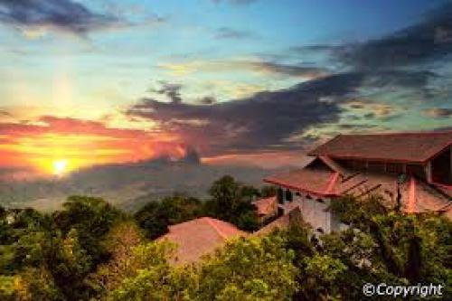أجمل الجزر الماليزية جمالاً وطبيعة gunung_raya-500x333.