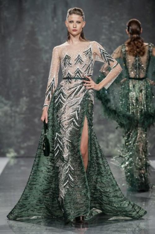 dfbafa284 يحرص زهير مراد على أن تشعر كل امرأة وكأنها ملكة متألقة مع تصاميمه الفاخرة ،  مثل هذا الفستان باللون الأزرق الفاتح الذي سيخطف أنفاسك.