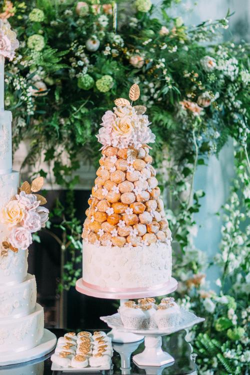 donut_tower_by_elizabethscakeemporium.jpg