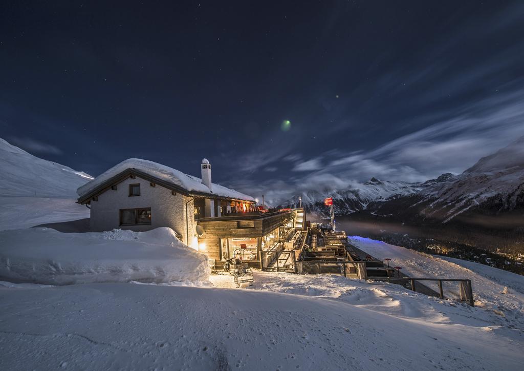 El Paradiso hut in the snow at night