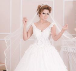 Fekria Amouri Grati Pour les Robes de Mariées