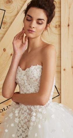 The Feminine Carolina Herrera Spring 2017 Bridal Collection
