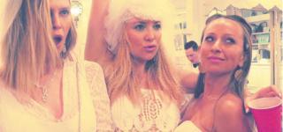 كيت هادسون تتألق بفستان زفاف في حفل عيد ميلادها