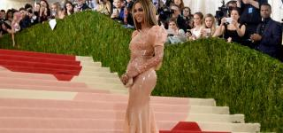 Beyonce Shows Up at Met Gala Without Jay Z or Wedding Ring