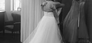 عروس تفقد فستان زفافها بحريق قبل الحفل بأيام  معدودة