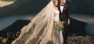 بالفيديو: عروسين يلتقطا صور زفافهما على ارتفاع 900 متر