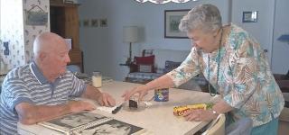 زوجان احتفظا بكيكة زفافهما وتناولا منها بعد 61 عاماً