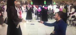 بالفيديو: تركي يتقدم لخطبة فتاة أمام الكعبة المشرفة