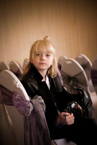 9 Year Old Wedding Photographer Becomes Internet Sensation
