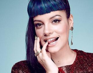 Lily Allen Steps Out Without Wedding Ring