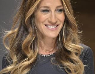 Video: Sarah Jessica Parker Surprises Bride While Wedding Dress Shopping