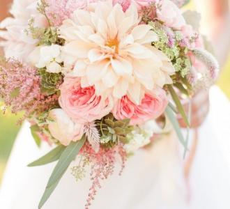Bridal Bouquet Colors That Suit Your Horoscope Sign