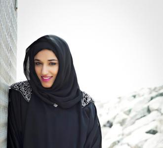 مقابلة مع المصممة الإماراتية هند المطوع